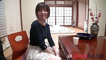 Shy Japanese MILF Hirono Ago Gives Up Manage - JapanLust